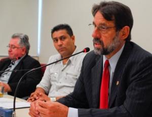 Vereador Ervino Besson (d) atuava como secretário adjunto da Copa na prefeitura de Porto Alegre