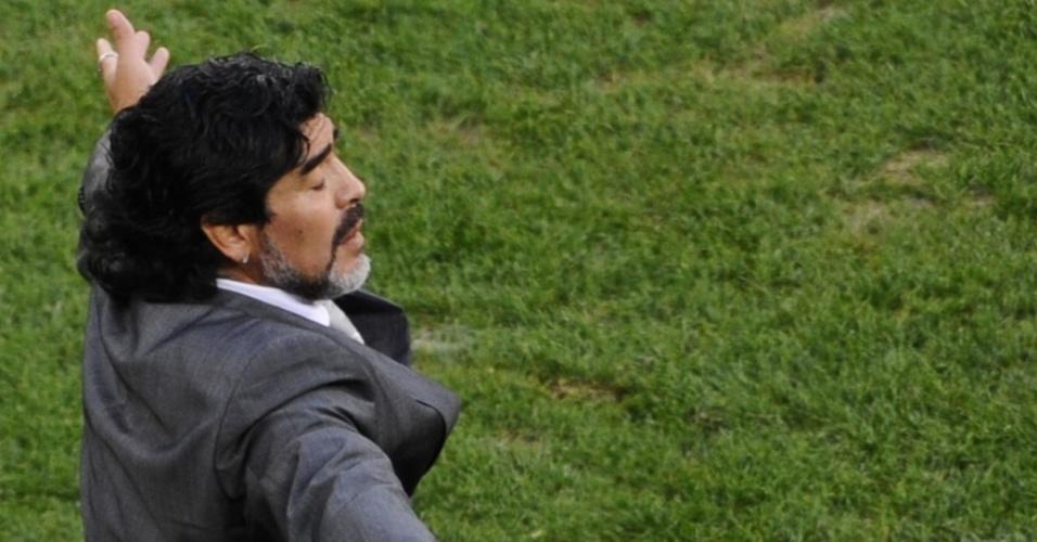 Diego Maradona durante a última participação da Argentina na Copa 2010, nas quartas de final contra a Alemanha