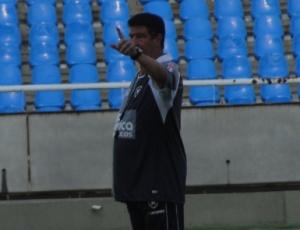Joel Santana não aceita seu time na parte inferior da tabela do Campeonato Brasileiro