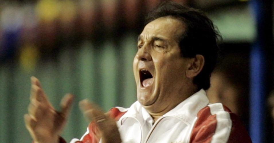 Muricy Ramalho orienta o Internacional em partida contra o Boca Juniors