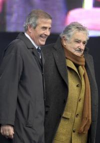 Tabárez (e) com o presidente uruguaio, José Mujica