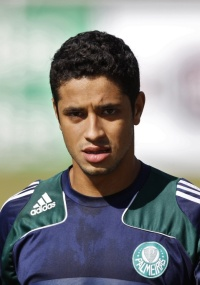 Zagueiro Léo teve sua contratação anunciada pelo Cruzeiro