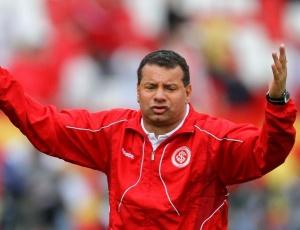 Roth gesticulou com passes errados, mas gostou do time do Inter contra o Flamengo, no Beira-Rio