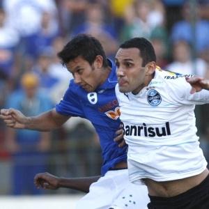 Henrique marcou dois gols de cabeça e evitou a derrota do time mineiro para o Grêmio