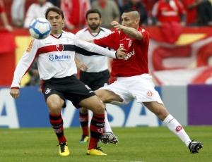 Inter de Guiñazu (d) foi melhor no Beira-Rio