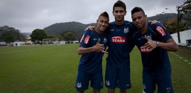André (à direita) voltará a jogar ao lado de Neymar e Ganso na Vila Belmiro - Ricardo Nogueira/Folhapress