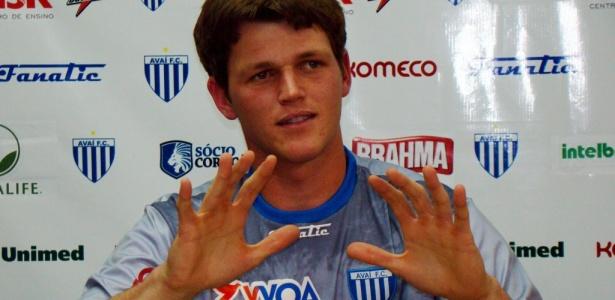 Renan, goleiro do Avaí, pode selar ida para o Corinthians para o Brasileirão