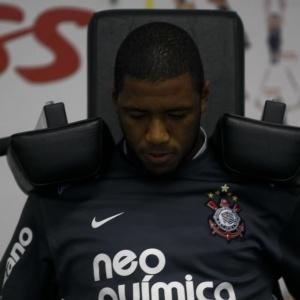 Para o volante Jucilei, o Corinthians tem um elenco melhor do que o Fluminense, líder do campeonato
