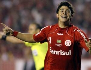 Giuliano marcou o gol contra o São Paulo, no primeiro jogo da semifinais no estádio Beira-Rio