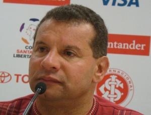 Roth usou cinco titulares no Gre-Nal, mas gostou do resultado de placar fechado no Beira-Rio