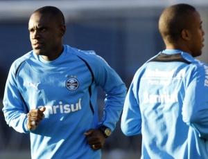 Hugo pode deixar o Grêmio para atuar no mundo árabe; jogador deixou o treinamento mais cedo