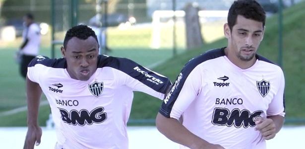 Obina e Diego Souza durante treino do Atlético-MG