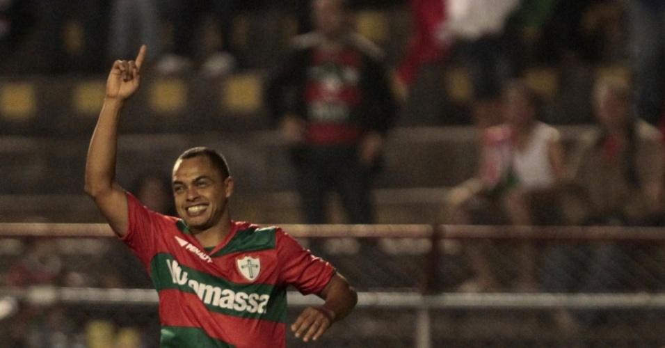 Atacante Dodô marca em sua estreia pela Portuguesa na vitória sobre o São Caetano pela 11ª rodada da Série B