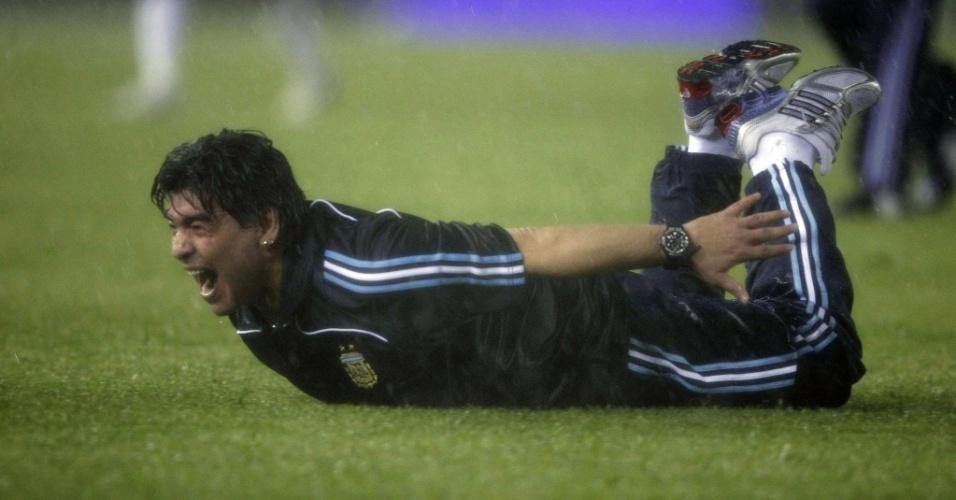 Maradona celebra vaga da Argentina à Copa da África