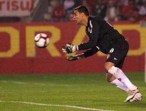 Depois de falhas e críticas, goleiro Renan se recupera e está há quatro partidas sem sofrer gols