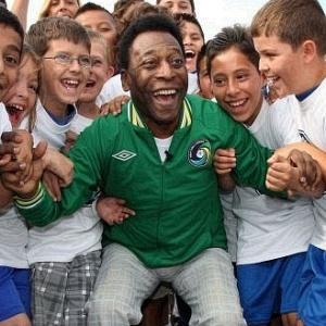 Pelé fará uma visita para a seleção brasileira de Mano Menezes e aos Meninos da Vila Belmiro