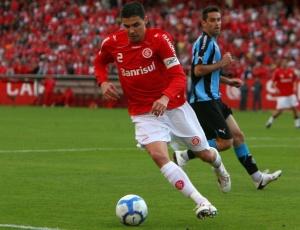 Bolívar passou pelo Grêmio, mas foi dispensado. No Internacional, ganhou seis títulos desde 2004