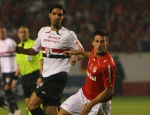 Índio encarou Fernandão no primeiro jogo da semifinal, em Porto Alegre, e levou a melhor