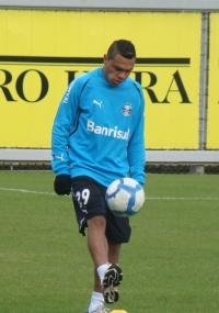 Leandro ficará mais cerca de um mês parado e desfalcando o time