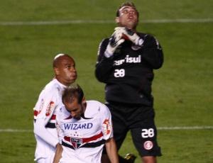 Gol do São Paulo na semifinal da Libertadores foi única falha até agora, avalia Renan, goleiro do Inter