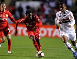 Tinga pode ficar de fora do segundo jogo contra o Chivas, assim como o centroavante Alecsandro