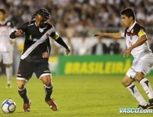 Expulsão de Carlos Alberto contra o Vitória poderá render caro ao camisa 19 de São Januário
