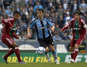 Douglas foi motivo de polêmica neste domingo ao criticar esquema tático; jogadores evitam falar