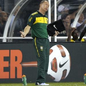 Mano Menezes comandará período de treinos na seleção, já que a CBF não encontrou adversário