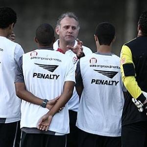 O técnico Toninho Cecílio pediu inteligência ao time e afirmou que jogará com regulamento a seu favor