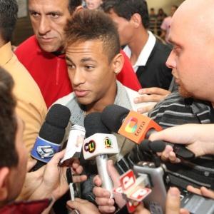 Se aceitar continuar no Santos, Neymar terá um planejamento para sua carreira fora dos campos