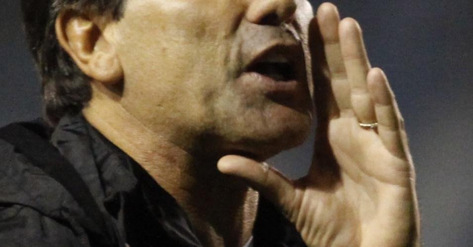 Renato Gaúcho orienta equipe em sua primeira partida como treinador do Grêmio
