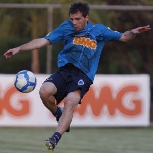 Argentino Montillo, que está bem fisicamente, foi confirmado pelo técnico Cuca para domingo