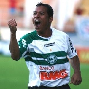 Recuperado de dores musculares, o atacante Marcos Aurélio retorna ao time do Coritiba