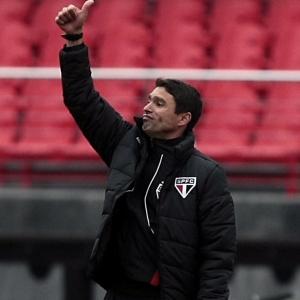 Técnico interino do São Paulo, Sergio Baresi estreou com empate em casa contra o Cruzeiro e vê rival Corinthians mais entrosado para o clássico