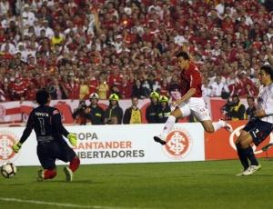 Leandro Damião deixou sua marca contra o Chivas (foto), Atletico-GO, Botafogo e agora G. Prudente