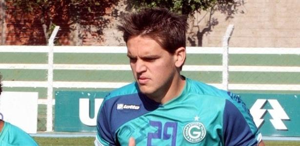 Rafael Tolói treina após ter negociação vetada