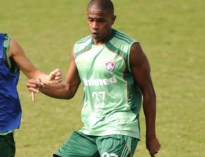 Ainda sem condições de estrear pelo Fluminense, volante Valencia segue treinando no clube