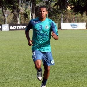 Revelado pela base do Goiás, Ernando minimizou atrasos nos pagamentos e cobrou melhor futebol