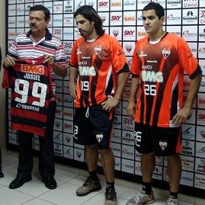 Com o 2º pior ataque do Campeonato Brasileiro, Atlético-GO apresenta Josiel (c) e Diogo Galvão (d)
