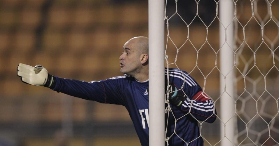 Marcos orienta a formação da barreira durante o jogo do Palmeiras contra o Vitória no Pacaembu