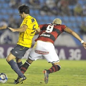 Após derrota, Volante Fabrício (à esq.) admite que equipe celeste precisa melhorar em tudo