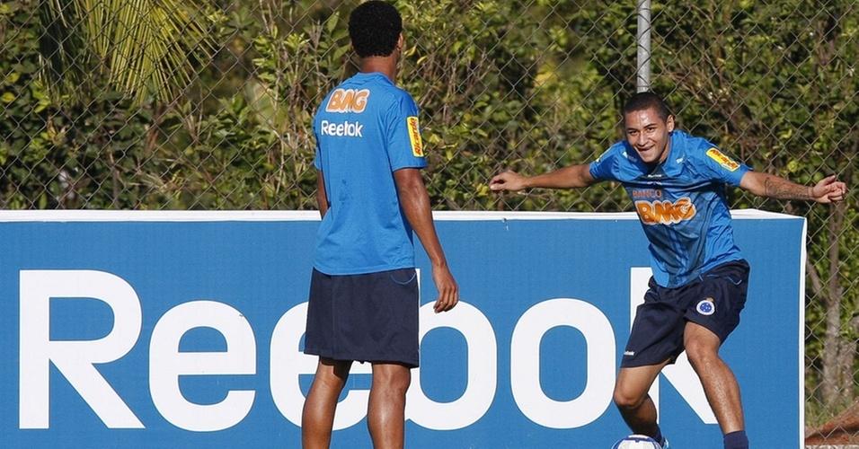 Wellington Paulista treina no Cruzeiro