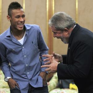 Em encontro com Neymar e Ganso, Lula pediu para que clubes mantenham seus jogadores jovens