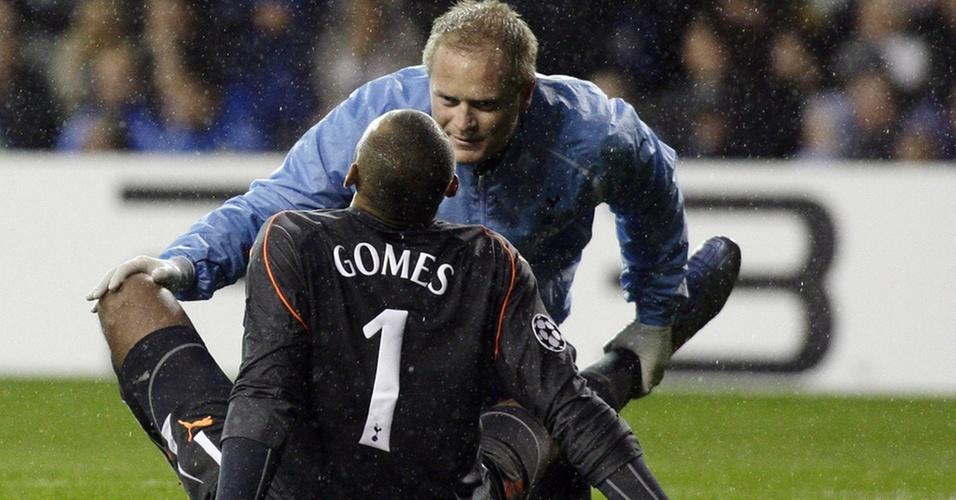 O goleiro Gomes se machuca em jogo do Tottenham e é cortado da seleção brasileira