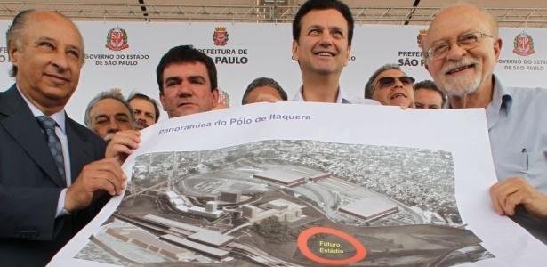 Andrés Sanchez ao lado de Kassab, no ano passado, no lançamento do Itaquerão