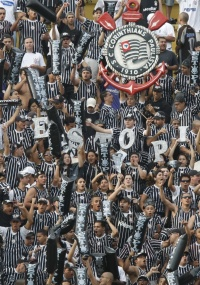 Torcida do Corinthians deve lotar o Pacaembu neste sábado à noite