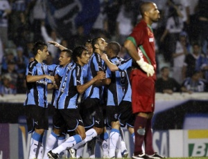 Com gol de Jonas o Grêmio venceu o Guarani e deixou a zona do rebaixamento no Brasileirão