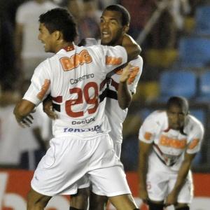 São Paulo com seu novo patrocinador no jogo contra o Atlético-MG pelo Campeonato Brasileiro