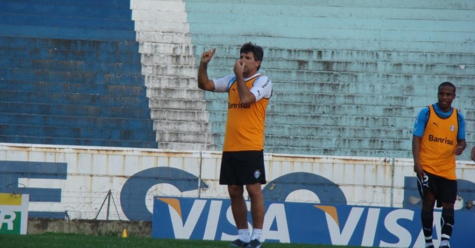 Renato Gaúcho treinou com os jogadores no rachão