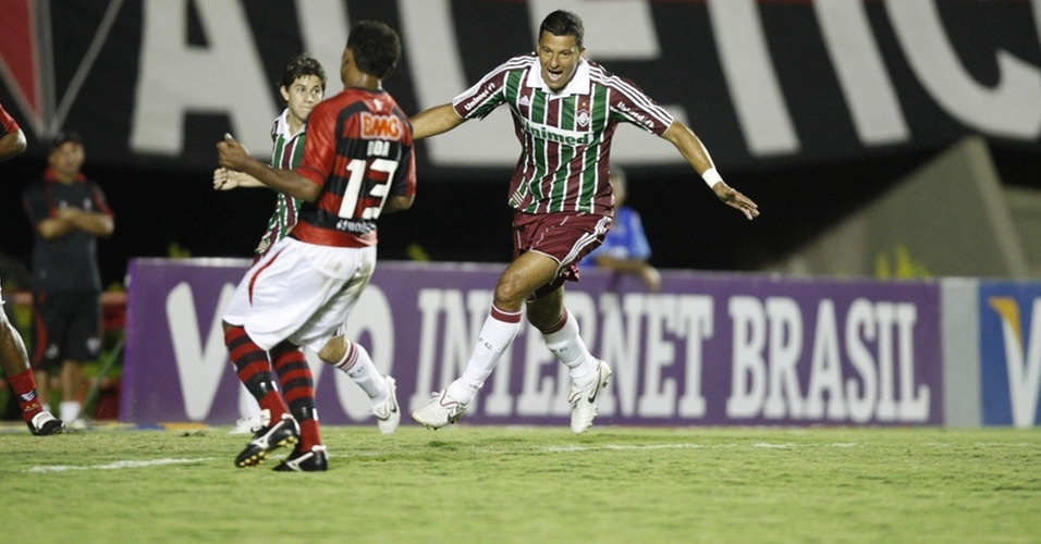 Washington comemora gol do Fluminense contra o Atlético-GO